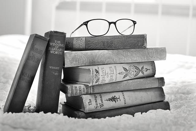 Skup starych książek – dlaczego warto sprzedać a nie wyrzucić